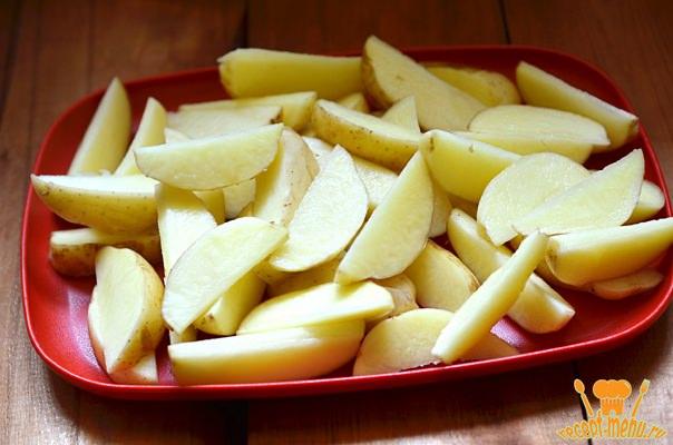 картофель нарезать дольками