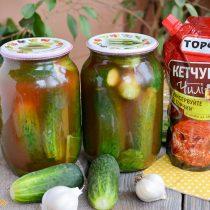 Консервированные огурцы с кетчупом Чили Торчин