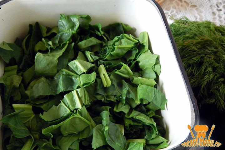 Порезанные листья шпината