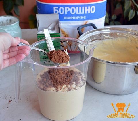 Разделить тесто добавить какао