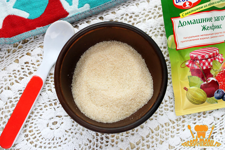 Сахар и желфикс для консервации варенья
