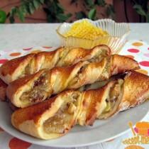 вкусные спиральные булочки с яблоками