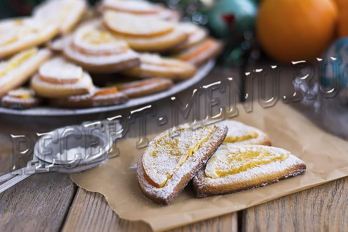 Песочное печенье с долькой апельсина